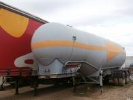 Cisterna para cemento de 2 ejes con rueda gemela, marca Interconsult.