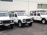 42 unidades todoterreno Land Rover Defender, 4x4, manuales, año 2011, casi nuevos, con 7 plazas 120CV, 2.400cc, diesel.