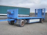 Remolque para camión marca Leciñena de dos ejes, de 9.3m de largo, 18 tn, con rampas traseras