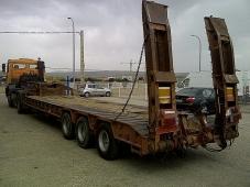 Gondola portamaquinas Trabosa GMO 513, de tres ejes de doble rueda y ballestas, 51Tn, con rampas hidraulicas, cama de 9m a 9.5m, anchura 2.5m, fabricación 1989