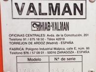 Camión IVECO 190-36T, del año 1989, con cama, manual, con caja basculante, con grúa Valman 17080AW con 4 prolongas.