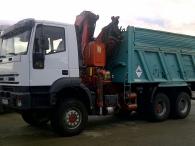 Camión IVECO MP380E38W, 6x6, balculante con grua Fassi F240, del año 2003, con 74500km.