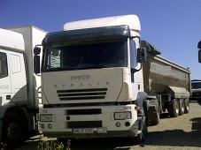 Tractora IVECO AT440S35TP manual con intarder y equipo hidraulico.  Bañera de basculante de Aluminio de 3 ejes.  VENDIDO