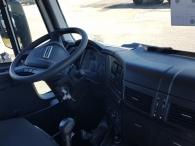 """Nueva Tractora  IVECO ASTRA HD9 64.50, 6x4 de 500cv, Euro 6 manual con intarder para 130Tn.  - Aire acondicionado.  - Ventana pared trasera cabina.  - Radio bluetooh.  - Visera exterior.  - Avisador acustico marcha atrás.  - Barra estabilizadora en eje trasero.  - Espejos retovisores calefactados y electricos.  - Suspension parabolica delantera reforzada 9tn.  - Faros rotativos LED naranjas.  - Escalon de inspección.  - Camaras de freno de estacionamiento adicionales.  - Calentamiento deposito urea y gasoleo.  - 5ª rueda 3 1/2"""".  - Freno de estacionamiento en todos ejes.  - Asiento de confort.  - ASR y  ABS Off Road.  - Cierre centralizado.  - Toma de aire auxiliar en chasis.  - Claxon electroneumatico.  - Calandra Desing pack negra.  - Cambio manual con intarder.  - Neumaticos Pirelli 385/65R22,5 y 315/80R22,5"""