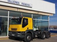 Cabeza tractora para transporte especial IVECO AT720T48T 6x4 con cama.
