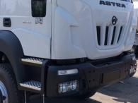 Camión dumper  EURO3 ASTRA HD9 64.38 6x4, 380cv  Con climatizador aire acondicionado, Visera, Avisador acústico de marcha atrás, Ballestas anteriores y posteriores reforzadas, Faros rotativos.  Camión caja volquete para rocas CANTONI de 15m3.