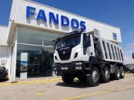 Camión dumper Iveco ASTRA HD9 86.50 8×6, eje delantero Kessler, un motor CURSOR 13 de 500cv, cambio ASTRONIC con INTARDER y con 35 Tn de capacidad de carga,  un tiempo de transporte más reducido, un consumo de combustible menor y un coste de transporte por tonelada más bajo. De ahí que muchas explotaciones, al conocer las ventajas de estas unidades, estén  renovando su flota por este tipo de camiones. Camión caja volquete CANTONI de 20m3.