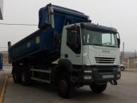 Camión dumper IVECO AD380T38W, 6x6, año 2006, 156.426km, con toldo.