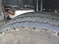 Dumper Iveco AD410T38, 8x4, año 2006, solo lleva 16.435km, ruedas en buenas condiciones, caja como nueva.