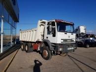 Dumper de ocasion IVECO MP380E42W 6x6 con tracción total.