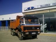 Camión dumper Mercedes 2629AK, 6x6, del año 1991, con enganche.
