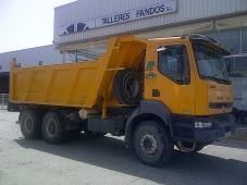 Dumper marca Renault, modelo 370.34, 6x4, con 152.000km, Caja Meiler, fabricación año 2004.