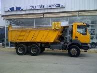 Dumper Reanult Kerax 420.34, 6x6, del año 2003
