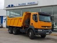 Dumper Renault Kerax, 420.34, 6x4 del año 2003, con 169.665km, caja Meiller Kipper. En perfectas condiciones.
