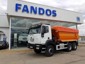 Entrega de camión nuevo basculante ASTRA HD9 64.45, 6×4, 450cv con una caja dumper con toldo vendido en Castellón.